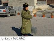 Дворник в китае (2008 год). Редакционное фото, фотограф Роман Чабан / Фотобанк Лори