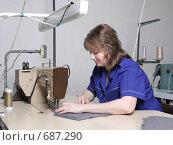 Купить «Швея на швейной фабрике», фото № 687290, снято 22 января 2009 г. (c) Анна Игонина / Фотобанк Лори
