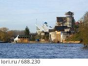 Возведение коттеджа в береговой зоне Пироговского водохранилища. Стоковое фото, фотограф Alexander Mirt / Фотобанк Лори