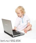 Купить «Компьютер и ребенок», фото № 692654, снято 17 января 2009 г. (c) Владимир Мельников / Фотобанк Лори