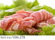 Купить «Кусочки бекона с салатом», фото № 696278, снято 10 февраля 2009 г. (c) Ольга Кедрова / Фотобанк Лори