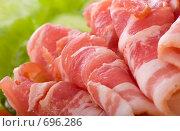 Купить «Кусочки бекона с салатом», фото № 696286, снято 10 февраля 2009 г. (c) Ольга Кедрова / Фотобанк Лори