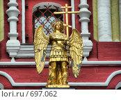 """Купить «Скульптура Ангела на куполе часовни """"Иконы Иверской Божьей Матери"""" на Красной площади. Москва», эксклюзивное фото № 697062, снято 22 ноября 2007 г. (c) lana1501 / Фотобанк Лори"""