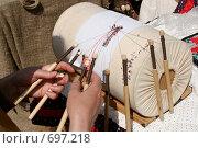 Купить «Плетение кружев на коклюшках», фото № 697218, снято 18 мая 2007 г. (c) Gagara / Фотобанк Лори