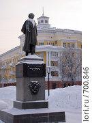 Купить «Памятник Пушкину в г. Кемерово», фото № 700846, снято 11 февраля 2009 г. (c) Михаил Павлов / Фотобанк Лори