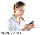 Купить «Девушка набирает sms на мобильном телефоне», фото № 704082, снято 24 января 2009 г. (c) Наталья Белотелова / Фотобанк Лори