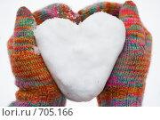 Купить «Сердечко из снега в цветных перчатках», фото № 705166, снято 15 февраля 2009 г. (c) Сергей Новиков / Фотобанк Лори