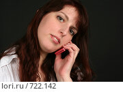 Купить «Девушка разговаривает по телефону с недовольным выражением лица», фото № 722142, снято 7 февраля 2009 г. (c) Наталья Белотелова / Фотобанк Лори