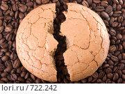Купить «Миндальное пирожное на кофейных зернах», фото № 722242, снято 24 февраля 2009 г. (c) Александр Чистяков / Фотобанк Лори