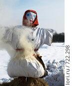 Купить «Чучело в дыму», фото № 722298, снято 24 февраля 2009 г. (c) Оля Косолапова / Фотобанк Лори