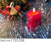 Купить «Горящая красная свеча. Новогодняя тема», фото № 723258, снято 26 февраля 2009 г. (c) Кирпинев Валерий / Фотобанк Лори