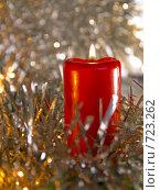 Купить «Горящая красная свеча. Новогодняя тема», фото № 723262, снято 26 февраля 2009 г. (c) Кирпинев Валерий / Фотобанк Лори