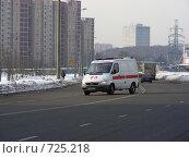 """Купить «""""Скорая помощь"""" едет по  дороге», эксклюзивное фото № 725218, снято 25 февраля 2009 г. (c) lana1501 / Фотобанк Лори"""