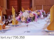 Купить «Флористическое оформление банкетного стола», фото № 730350, снято 3 августа 2007 г. (c) Ольга Харламова / Фотобанк Лори