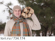 Купить «Мужчина с дровами», фото № 734174, снято 24 апреля 2019 г. (c) Stockphoto / Фотобанк Лори