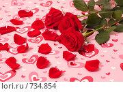 Купить «Красные розы на фоне с сердечками», фото № 734854, снято 21 декабря 2008 г. (c) Майя Крученкова / Фотобанк Лори