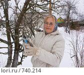 Купить «Обрезка деревьев на даче в начале весны», фото № 740214, снято 9 марта 2009 г. (c) Кристина Викулова / Фотобанк Лори