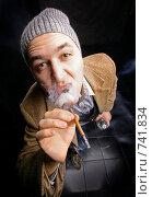 Курящий мужчина. Стоковое фото, фотограф Павкина Зоя / Фотобанк Лори