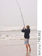Купить «Рыбак на берегу океана», фото № 745662, снято 3 января 2009 г. (c) Ирина Кожемякина / Фотобанк Лори