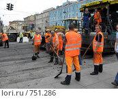 Купить «Укладка асфальта на Невском проспекте в Санкт-Петербурге», фото № 751286, снято 13 июля 2008 г. (c) Светлана Кудрина / Фотобанк Лори