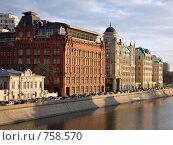 Офисные здания на Якиманской набережной в Москве (2009 год). Стоковое фото, фотограф Михаил Ковалев / Фотобанк Лори