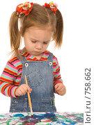 Купить «Маленькая девочка рисует», фото № 758662, снято 29 ноября 2008 г. (c) Валентин Мосичев / Фотобанк Лори