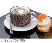 Купить «Оригинально декорированная чашка с горячим кофе,бутерброд с красной икрой», фото № 767186, снято 2 января 2009 г. (c) Vitas / Фотобанк Лори