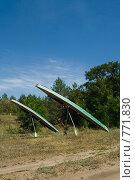 Купить «Байдарки, установленные на весла для просушки», фото № 771830, снято 10 августа 2008 г. (c) Дмитрий Юнак / Фотобанк Лори