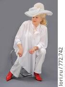 Купить «Пожилая блондинка в белой шляпе», фото № 772742, снято 1 февраля 2009 г. (c) Федор Королевский / Фотобанк Лори