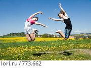 Купить «Радостные девочки прыгают в поле», фото № 773662, снято 9 мая 2008 г. (c) Ирина Игумнова / Фотобанк Лори