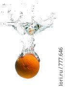 Апельсин в воде. Стоковое фото, фотограф Константин Юганов / Фотобанк Лори