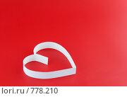 Сердце на красном  фоне. Стоковое фото, фотограф Vitas / Фотобанк Лори