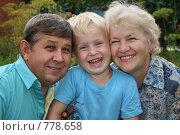 Купить «Бабушка дедушка и внук», фото № 778658, снято 19 февраля 2019 г. (c) Losevsky Pavel / Фотобанк Лори