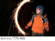 Купить «Мальчик с бенгальским огнем», фото № 779466, снято 18 августа 2018 г. (c) Losevsky Pavel / Фотобанк Лори