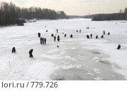 Купить «Рыбаки на люду», эксклюзивное фото № 779726, снято 14 марта 2009 г. (c) Дмитрий Неумоин / Фотобанк Лори