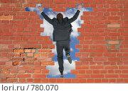 Купить «Мужчина в деловом костюме прыгает в дыру в кирпичной стене», фото № 780070, снято 17 декабря 2018 г. (c) Losevsky Pavel / Фотобанк Лори