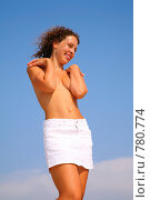 Купить «Девушка прикрывает руками обнаженную грудь», фото № 780774, снято 7 июля 2020 г. (c) Losevsky Pavel / Фотобанк Лори