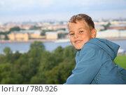 Купить «Улыбающийся мальчик в голубой ветровке», фото № 780926, снято 16 июня 2019 г. (c) Losevsky Pavel / Фотобанк Лори