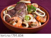 Купить «Катаплана - свинина, тушеная с морепродуктами, в глиняной миске», фото № 791834, снято 27 октября 2007 г. (c) Елена А / Фотобанк Лори