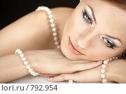 Купить «Девушка с ниткой жемчуга», фото № 792954, снято 17 марта 2009 г. (c) Raev Denis / Фотобанк Лори