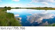 Купить «Панорама озера, поросшего тростником», фото № 795766, снято 17 июля 2018 г. (c) Юрий Брыкайло / Фотобанк Лори