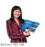 Купить «Женщина с законом о защите прав потребителей», эксклюзивное фото № 797130, снято 28 марта 2009 г. (c) Ирина Солошенко / Фотобанк Лори