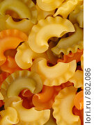 Купить «Цветные макароны», фото № 802086, снято 10 января 2009 г. (c) Абышев А.А. / Фотобанк Лори