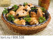 Купить «Курица, запеченная с маслинами и кудрявой петрушкой, в форме», фото № 808538, снято 8 октября 2007 г. (c) Елена А / Фотобанк Лори
