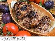Купить «Ломти запеченной свинины с черносливом», фото № 819642, снято 14 октября 2007 г. (c) Елена А / Фотобанк Лори