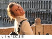 Купить «Портрет смеющейся девушки», фото № 837218, снято 30 января 2009 г. (c) Оксана Кацен / Фотобанк Лори