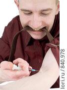 Купить «Молодой парень наркоман делает себе инъекцию в вену», фото № 840978, снято 18 февраля 2009 г. (c) pzAxe / Фотобанк Лори