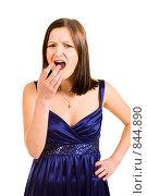 Купить «Молодая девушка в синем платье зевает», фото № 844890, снято 23 февраля 2019 г. (c) Сергей Новиков / Фотобанк Лори