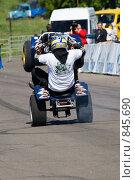 Купить «Шоу каскадеров: каскадер выполняет трюк на квадроцикле», фото № 845690, снято 8 июня 2008 г. (c) Александр Косарев / Фотобанк Лори