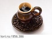 Купить «Чашка кофе с кофейными зернами на белом фоне», фото № 856386, снято 10 мая 2009 г. (c) Оксана Кацен / Фотобанк Лори